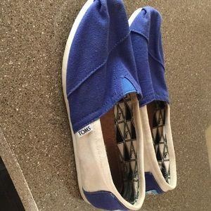 Women's blue/white Toms. Size 8.